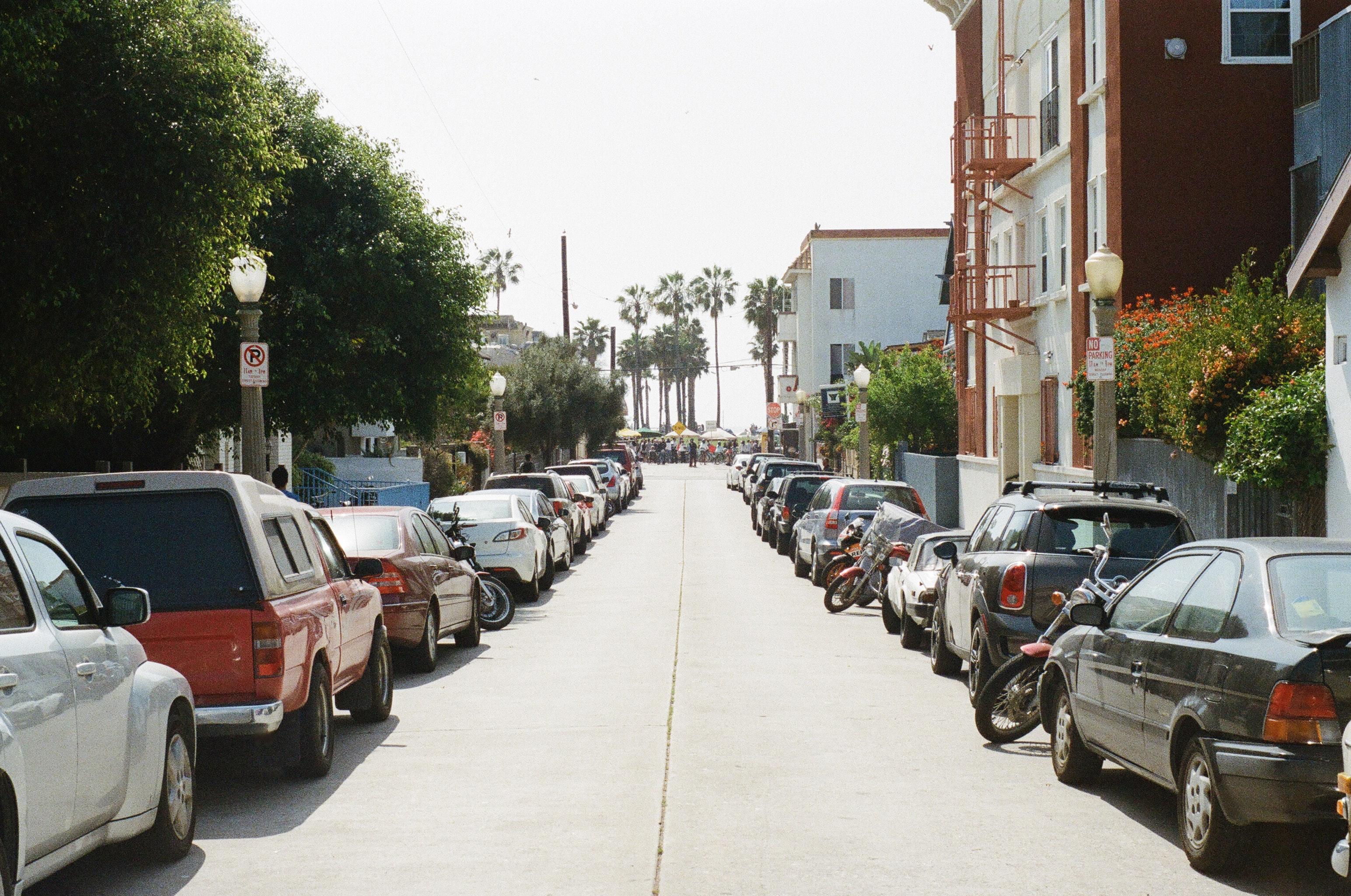 cars-parking-street-2647.jpg